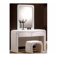 Туалетный столик с зеркалом и пуфом